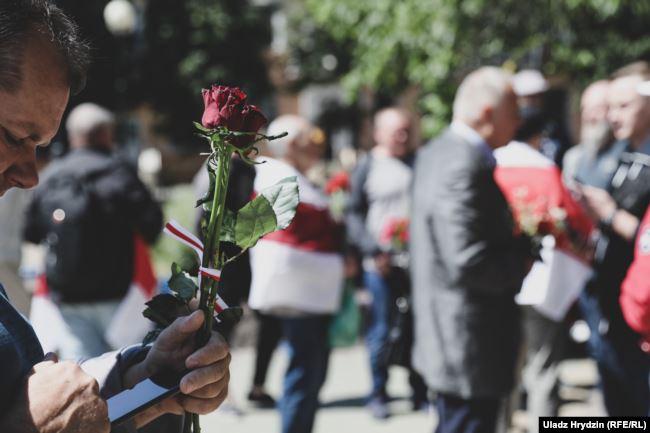 Возложение цветов в день Освобождения